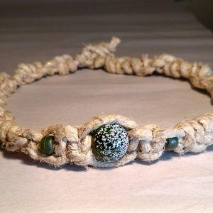 Jewelry - ✨NEW✨ Green snow bead macrame necklace